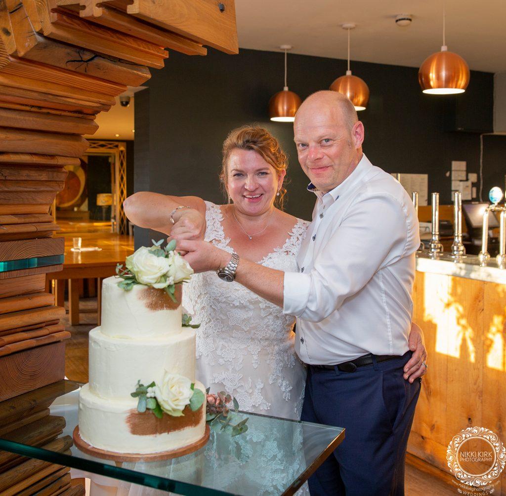 The-Old-Lodge-Minchinhampton-wedding-photography-Nikki-Kirk